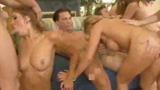 Ogromna orgia z porno suczkami