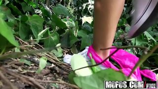 Szybki numerek z blondi w lesie